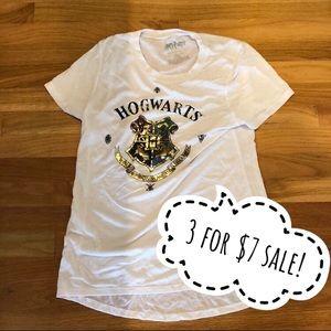 Tops - 💲🎁Hogwarts shirt. Size L